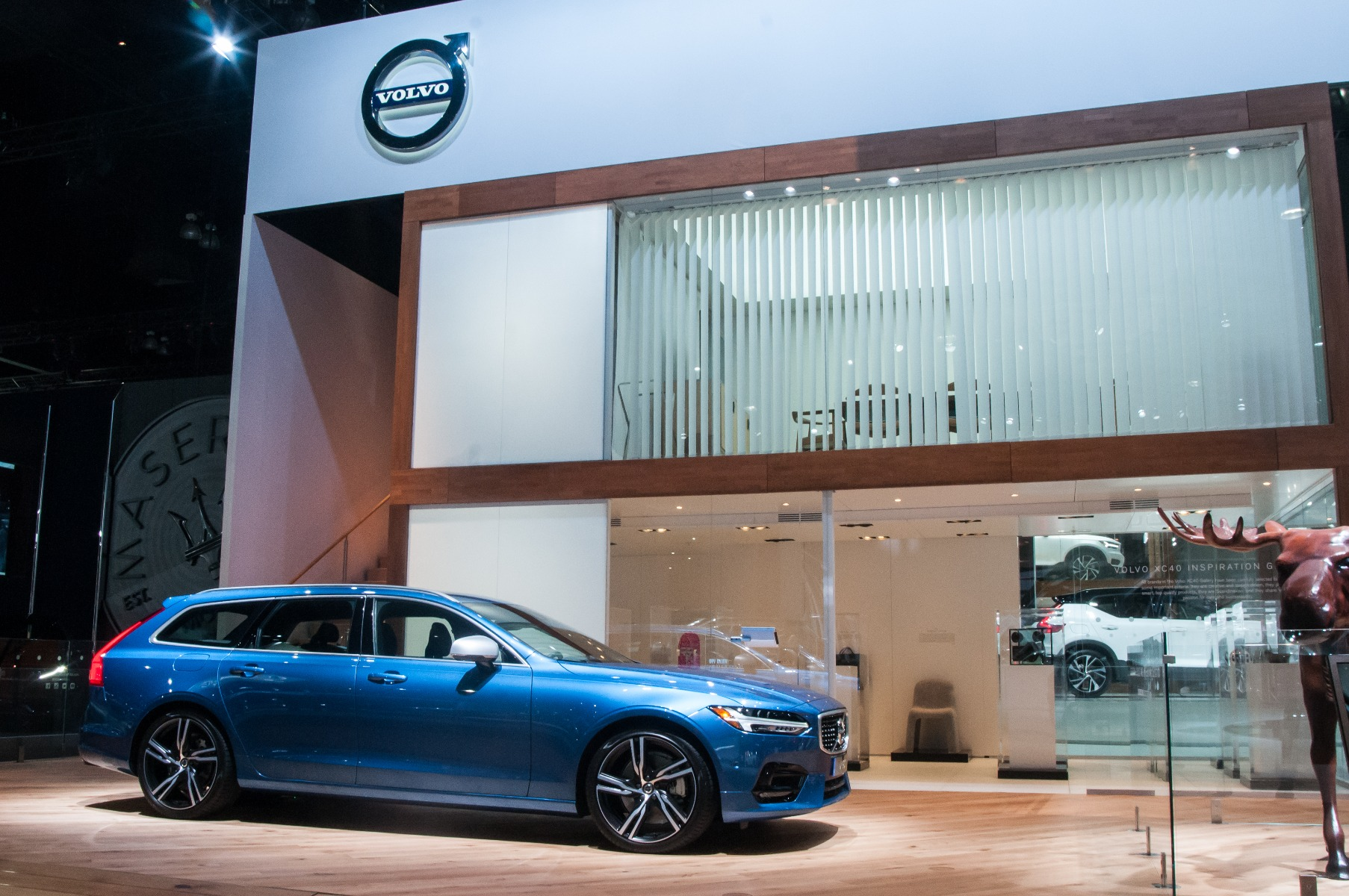 Creative Technology Turns To Fuze Wash For Volvo Booth At LA - Led car show lights