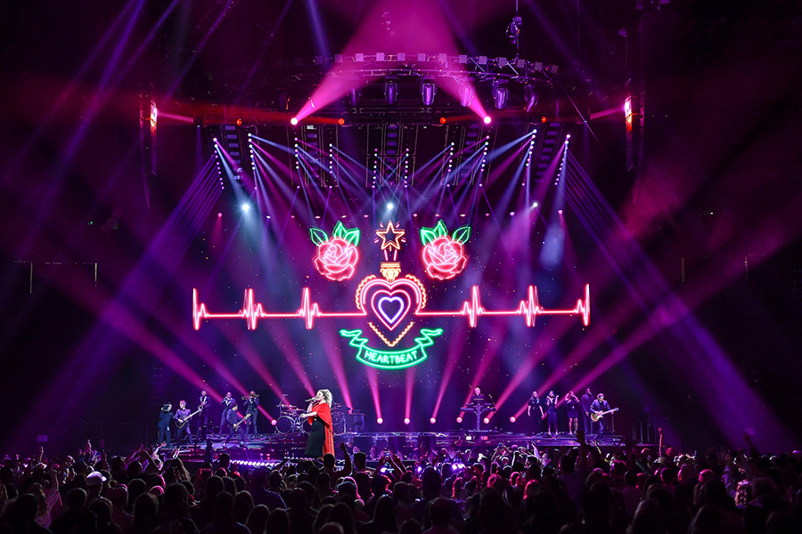 "Elation DARTZ™ for Kelly Clarkson's ""Meaning of Life"" Tour -stage picture"
