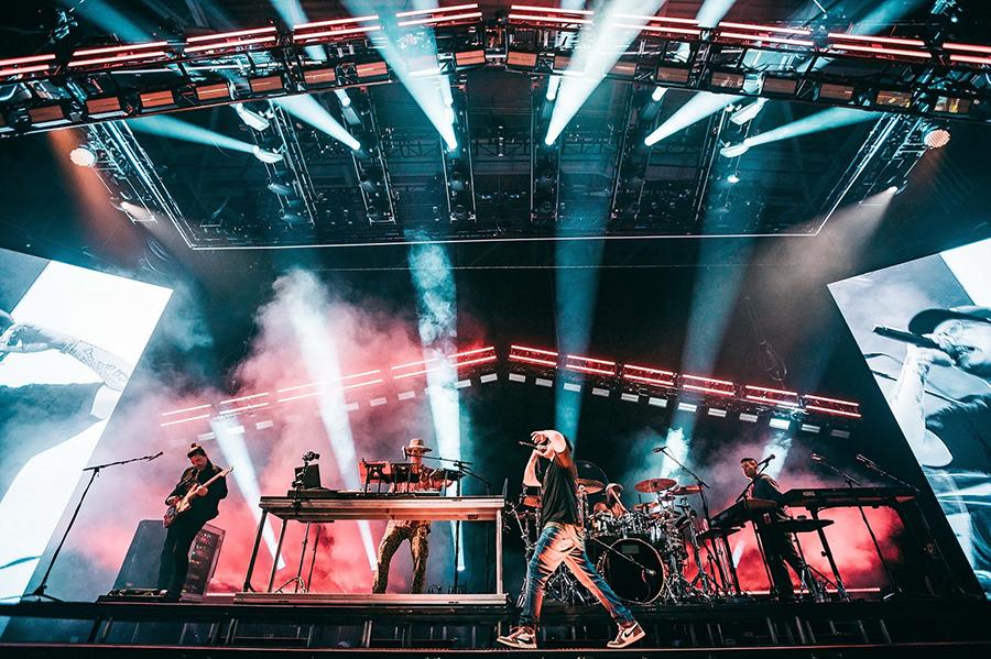 Mitchell Schellenger and Artiste Monet™ Shine on Logic tour
