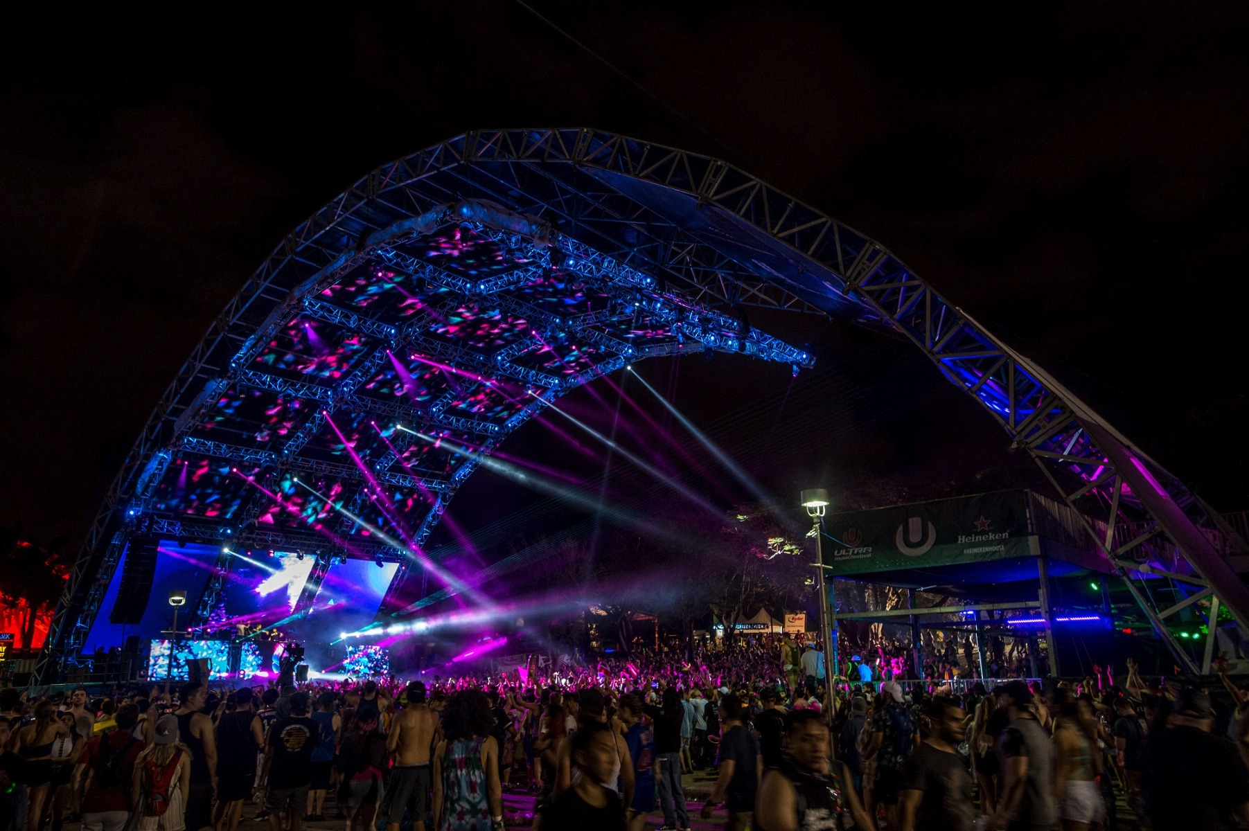 elation lights on three classic edm stages at 2017 ultra music festival